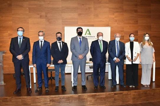 Juan Marín ve en el acuerdo entre la Junta y la Caja Rural de Jaén un impulso al progreso de la provincia.