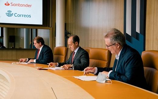 Correos y Banco Santander firman un acuerdo para ofrecer servicios financieros básicos en la provincia de Jaén.