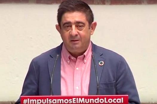 """Reyes asegura que el acuerdo del Gobierno con la FEMP cumple con las """"demandas históricas del municipalismo de este país""""."""