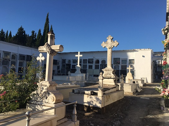 Normas y horarios del Cementerio Municipal de Lopera con motivo del Día de Todos los Santos.
