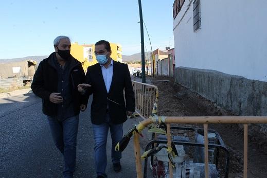 El Ayuntamiento de Andújar continúa con la regeneración del municipio con la renovación de acerados e instalaciones en Cuesta Castejón.