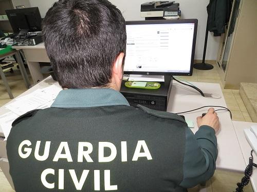 La Guardia Civil investiga a una persona como presunta autora de un Delito Continuado de Estafa.