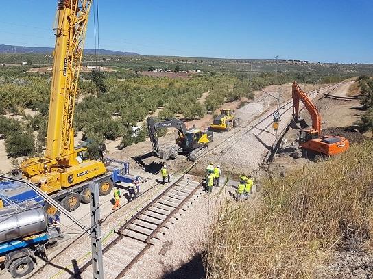 La subdelegada del Gobierno destaca la inversión millonaria de Adif para poner en óptimas condiciones la línea ferroviaria entre Espeluy y Córdoba.