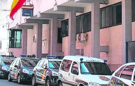 La Policía Nacional detiene en Linares a una mujer que se apropió del dinero de la cuenta de un matrimonio al que cuidaba.