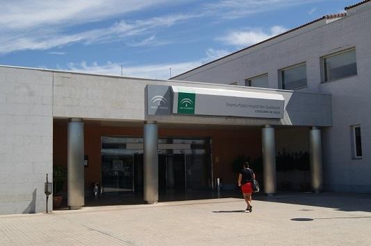 Palacios niega merma de servicios en el Hospital Alto Guadalquivir y valora el esfuerzo de sus profesionales.