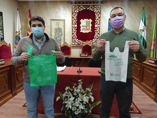 El Ayuntamiento de Marmolejo presenta la campaña verde de apoyo al comercio local.