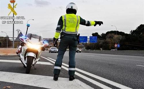Detenido por conducir en sentido contrario por la autovía y sin carné.