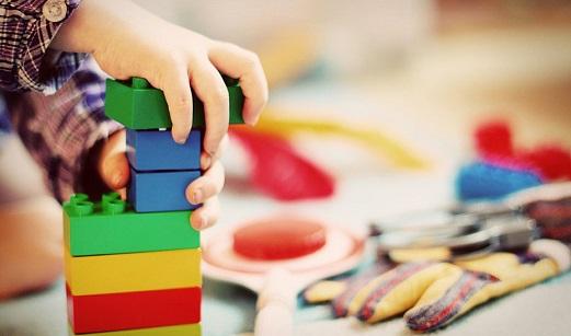 Consejos de autoprotección para garantizar una Navidad con juguetes y juegos seguros.