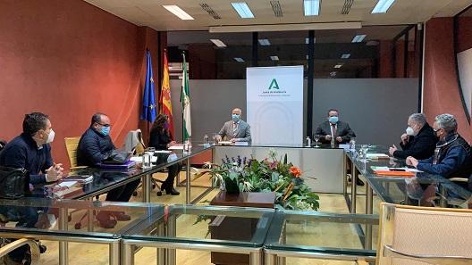 Educación vuelve a mejorar las condiciones laborales de las 79 monitoras escolares de Jaén.