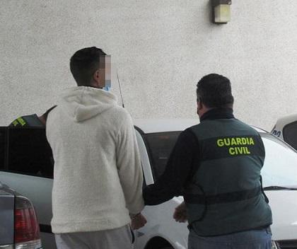 """La Guardia Civil, en el marco de la Operación """"Biatia"""", ha detenido a tres personas como presuntas autoras de numerosos robos."""