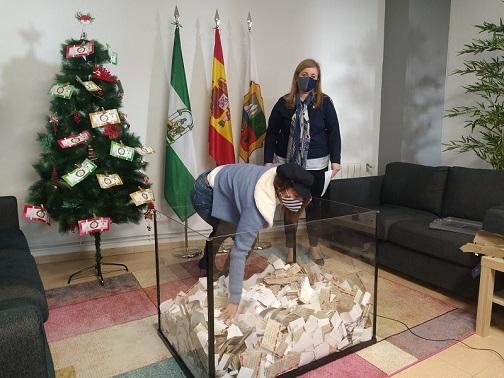 El Ayuntamiento de Marmolejo invierte durante la Navidad en el comercio local más de 6.000 euros gracias a concursos y sorteos.