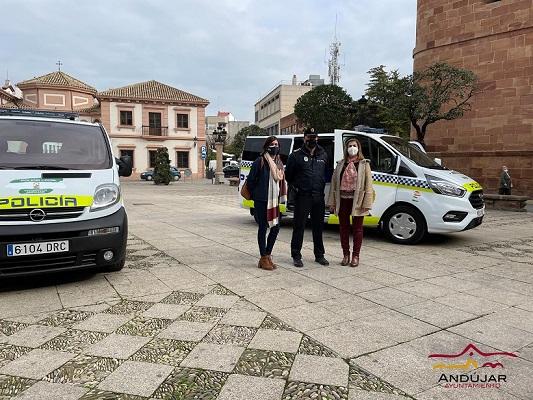El Ayuntamiento de Andújar añade al parque móvil de Policía Local dos nuevas furgonetas.