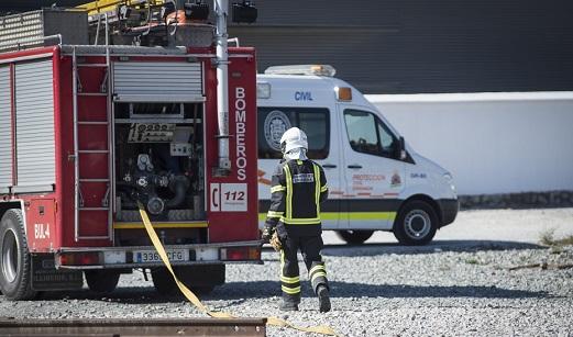 Rescatan a una mujer atrapada y con una herida en la cabeza tras el incendio de su vivienda en Jaén.