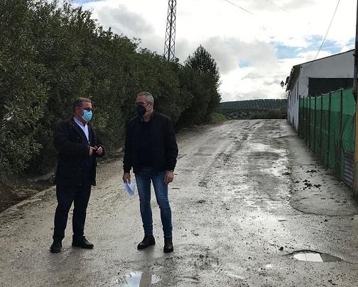 Diputación destina 138.000 euros a reparar el camino del Conde en Escañuela y a ampliar el cementerio municipal.