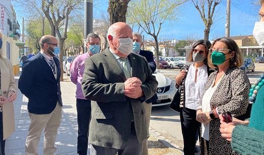 Andalucía pide al Gobierno un trato igualitario y que le envíe el porcentaje de vacunas que le corresponde.