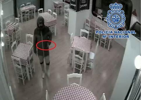 La Policía Nacional detiene en Jaén a un hombre que había atracado en un restaurante.