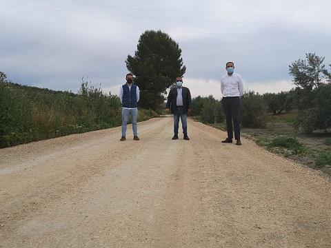 """La Diputación colabora en el acondicionamiento y la mejora del camino rural """"Vereda del Algarbes"""", en Arjona."""