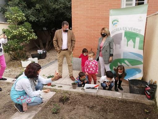 Diputación impulsa a través del programa Recrea en Verde un huerto escolar en el colegio María Zambrano de Jaén.
