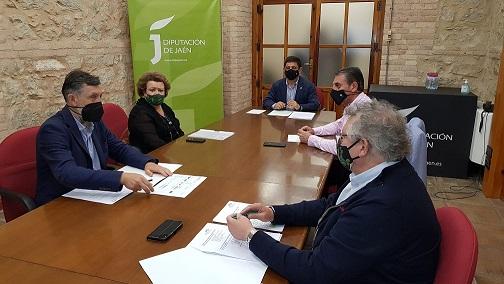 Los miembros de la candidatura de los Paisajes del Olivar en Andalucía analizan aspectos a mejorar del expediente.