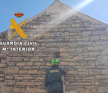 La Guardia Civil neutraliza dos proyectiles de artillería en Lopera y Porcuna.