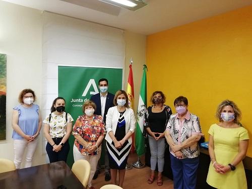 La Junta destina 87.905 euros a madres sin recursos, embarazadas y atención a familias.