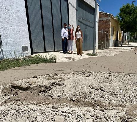Francisco Reyes visita Santiago de Calatrava para conocer los daños causados por las lluvias del fin de semana.