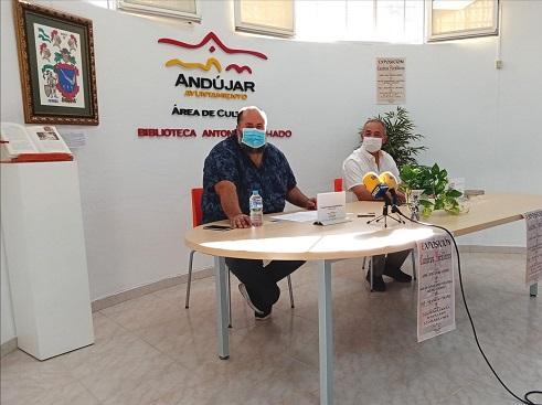 """La Concejalía de Cultura del Ayuntamiento de Andújar inaugura la Sala de Exposiciones de la Biblioteca """"Antonio Machado"""" con una muestra sobre heráldica."""