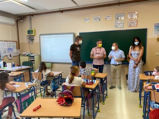 Educación mejora las condiciones laborales de 50 monitoras escolares de la provincia.