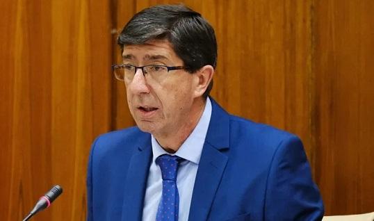 Juan Marín confía en la «fidelidad» del mercado nacional para cumplir las previsiones turísticas del verano.