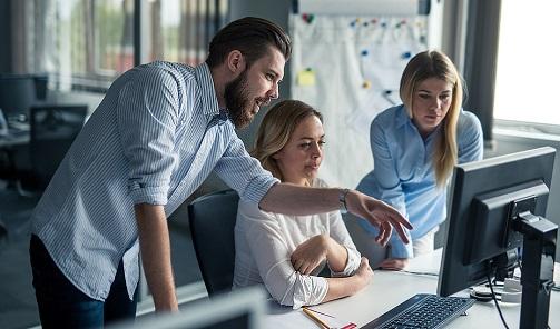 Empleo pone en marcha un nuevo incentivo para favorecer la contratación indefinida de 476 desempleados tras sus prácticas laborales.