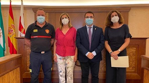 El Ayuntamiento de Andújar y la empresa Sovena firman un acuerdo para la aportación de materiales y equipos de extinción de incendios.