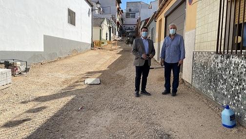 El Ayuntamiento de Andújar está realizando el acondicionamiento de cuatro calles en el barrio de La Lagunilla.