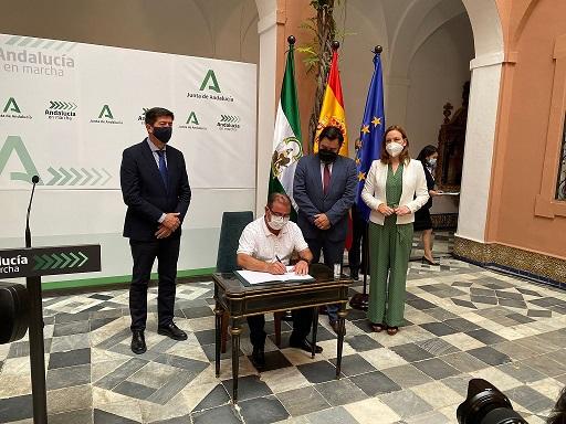 Diputación y Junta firman el convenio para financiar los materiales del PFEA con cerca de 10,4 millones de euros.