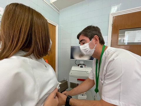 El Hospital Universitario de Jaén ofrece consejo sanitario para cuidar la piel en verano.