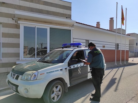 La Guardia Civil disuelve un botellón y formula varias denuncias.