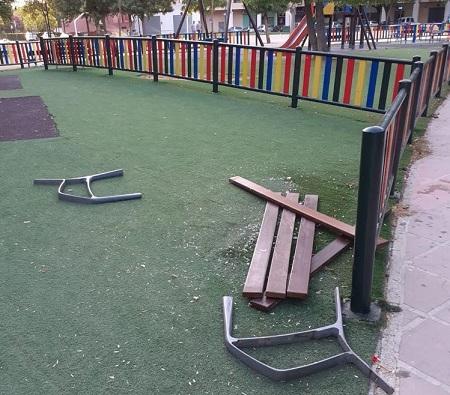 El Ayuntamiento de Andújar muestra su repulsa ante los actos vandálicos que se han producido durante las últimas semanas en la ciudad.