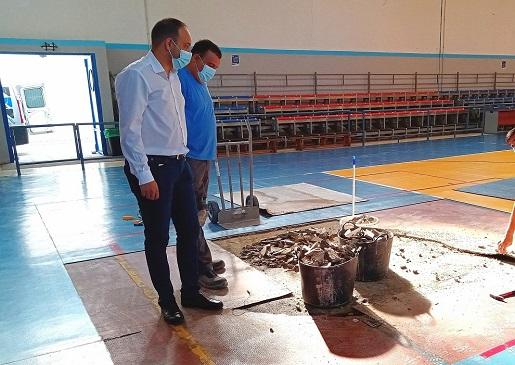 El Ayuntamiento de Andújar renovará parte del pavimento del Gimnasio del Polideportivo Municipal.