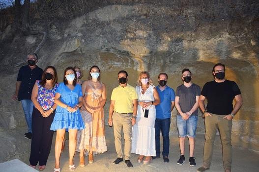 Catalina Madueño participa en la inauguración del entorno de las antiguas casas cuevas de Lopera.
