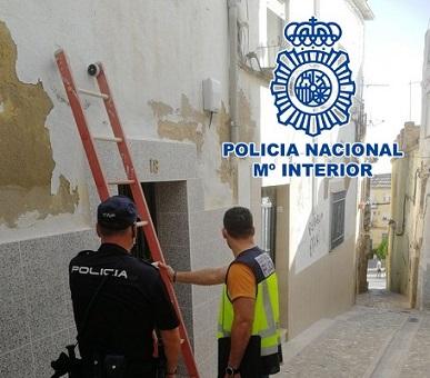 La Policía Nacional detecta 16 enganches ilegales de electricidad e imputa a ocho personas por delitos de defraudación de fluido eléctrico.