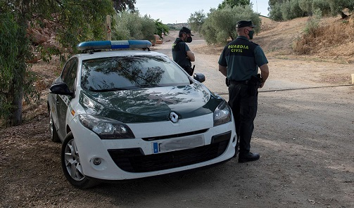 Un fallecido y un herido al volcar un turismo en El Carpio.