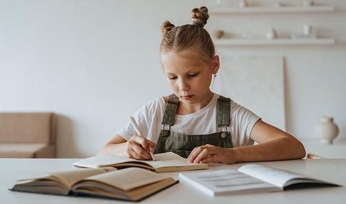 Educación destina 94,7 millones a la gratuidad de libros de texto para casi un millón de familias.