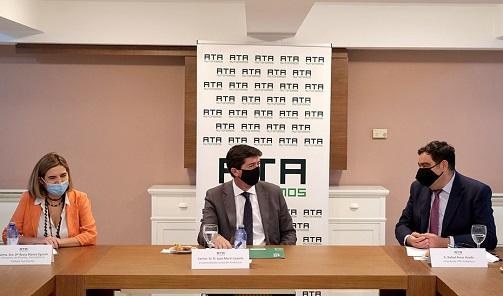 Juan Marín anuncia la ampliación en 10,6 millones de las ayudas para autónomos que inicien actividad.