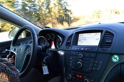 Las distracciones al volante ocasionaron más de 300 fallecidos en 2020.