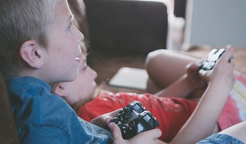 Videojuegos y aplicaciones móviles: cómo proteger a los menores de contenidos inadecuados.