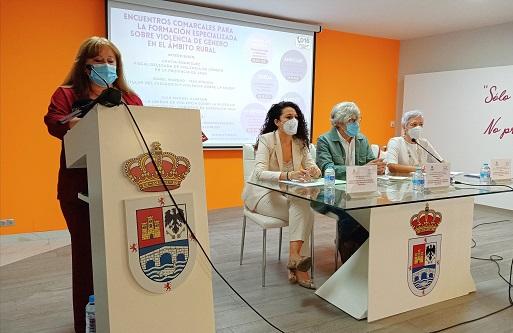 Andújar acoge el Encuentro Comarcal sobre Violencia de Género en el ámbito rural impulsado por Subdelegación de Gobierno.