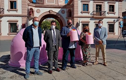 El Ayuntamiento de Andújar y Ecovidrio visibilizan el cáncer de mama a través de una campaña de reciclaje.