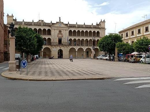 La bandera de España ondeará en Andújar durante el 12 de octubre con motivo de la Fiesta Nacional.