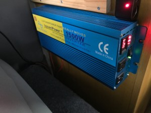 Amazonでキャンピングカー用の大容量純正弦波インバーターを購入 DIYで電圧調整後取り付け 中国製