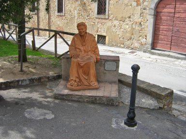Nonna Lucia am Hauptplatz von Bolgheri