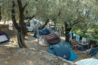 Terrassen unterhalb nur mit Zelten